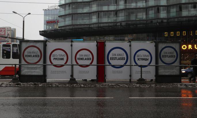 ВТаллине пояснили  появление плакатов, разделяющих русских иэстонцев