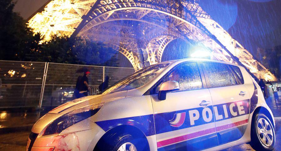 Встолице франции милиция оцепила Эйфелеву вышку иэвакуировала вокзал