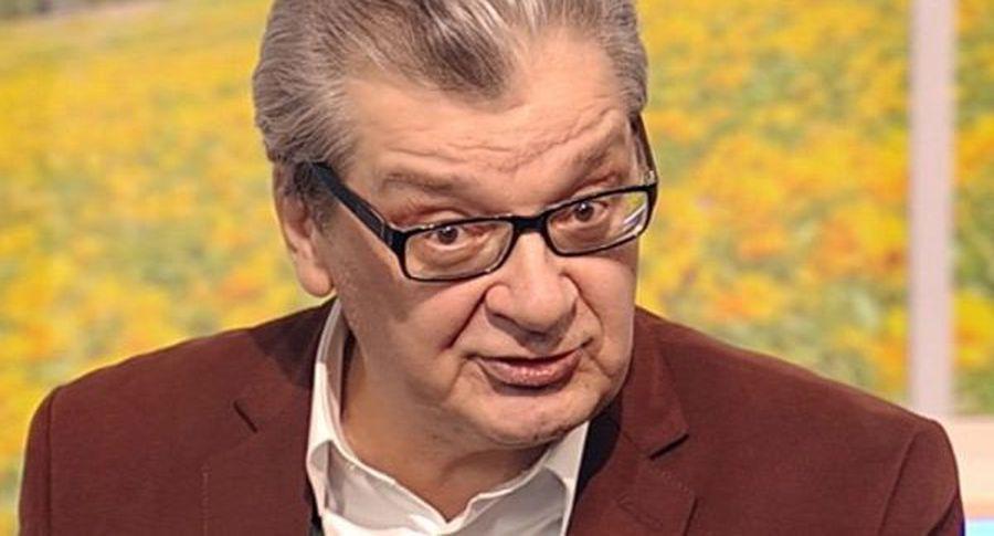 Телевизионный ведущий Александр Беляев объявил, что идет напоправку