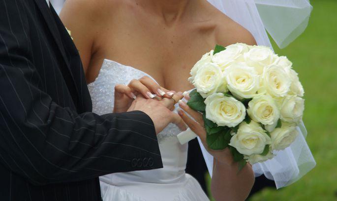 Невеста выбралась изпылающих фрагментов вертолета ипошла под венец