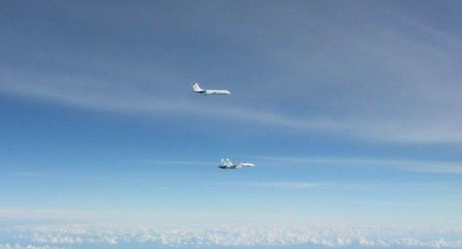 Внебе над Балтикой истребители НАТО проводили русский  лайнер