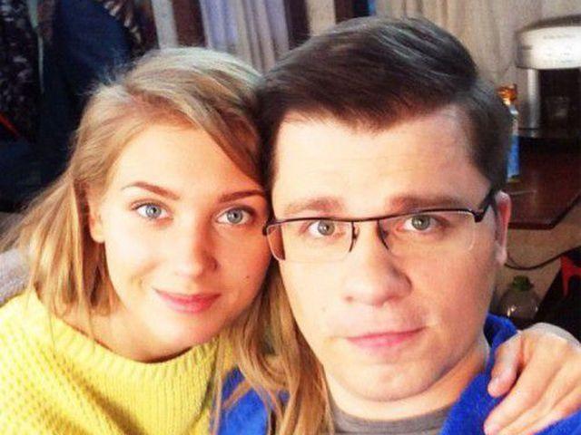 Гарик Харламов и Кристина Асмус продолжают наслаждаться таллиннской жарой - Звезды