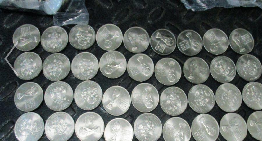 Россиянину недали спрятать вТаллине 332 мешка памятных монет кмундиалю