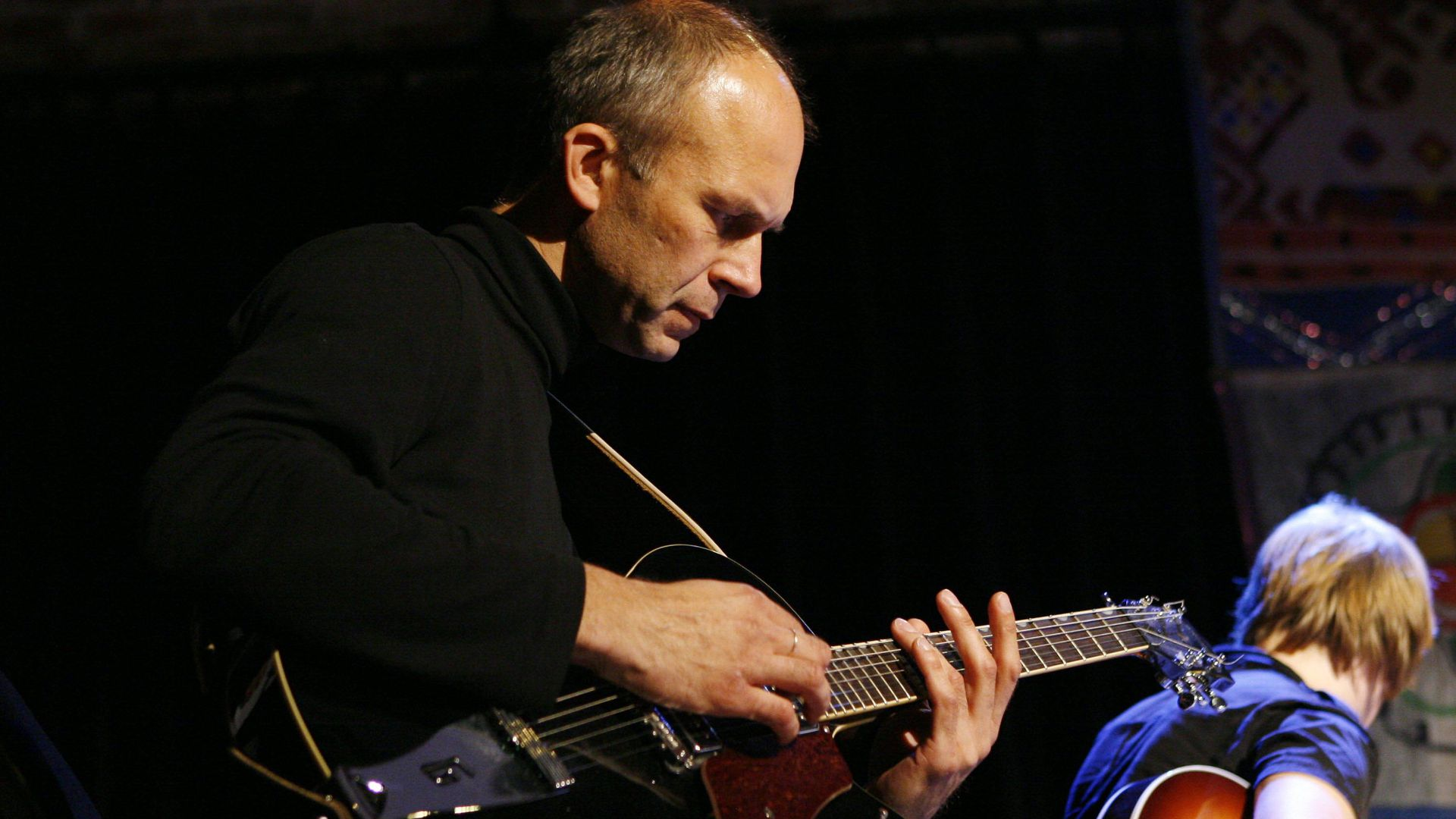 Tartu Folgiklubis esineb kitarrist Robert Jürjendal