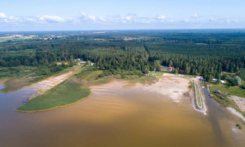 Napi vee ja sinivetikatega Võrtsjärves suvitajatele ja kaladele ohtu ei ole: