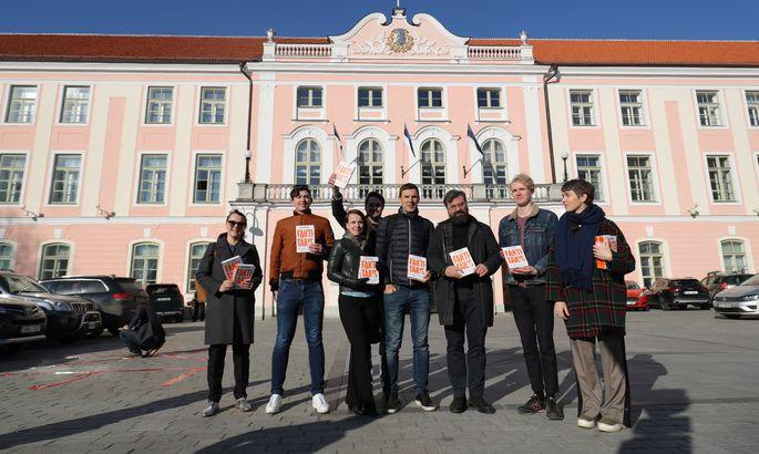28bf88332db Kõigi Eesti kinkis Riigikogu liikmetele raamatu «Faktitäius ...