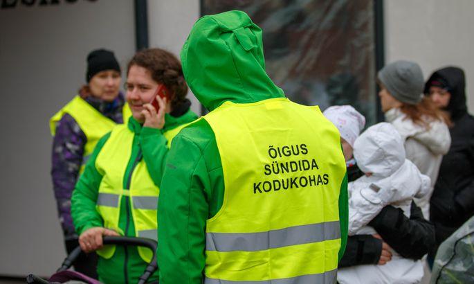 30ce96105cc Põlvas kogunesid 10. aprillil inimesed, et koos sünnitusosakondade  toetuseks ringkäik teha. FOTO: Arvo Meeks / Lõuna-Eesti Postimees