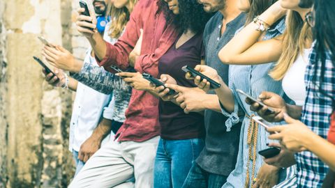 Nutiseadmete kasutamisel tekitab suurimat kahju pikaaegne sundasend, mille tulemusena võivad tekkida kõver ja valutav nutikael, konksus ja kange sms-pöial ning hiirekäsi.