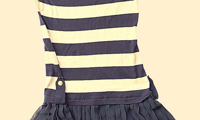 7fd483512a7 Plisseer ja kuldnööbid: kleit 79 eurot, Tallinna kaubamaja.