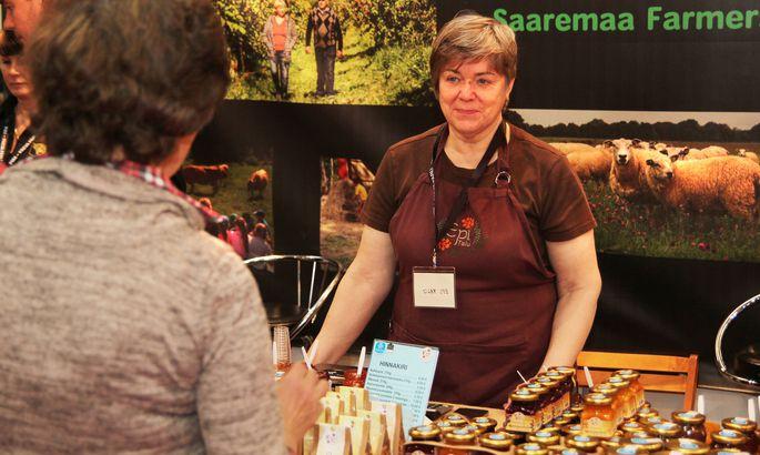 01883af9f29 SAAREMAIST KAUPA: Inge Uulits Epi talust tutvustas Tallinna toidumessil oma  marjaketšupeid, juustumoose ja taimeteesid. ALAR ALLAS