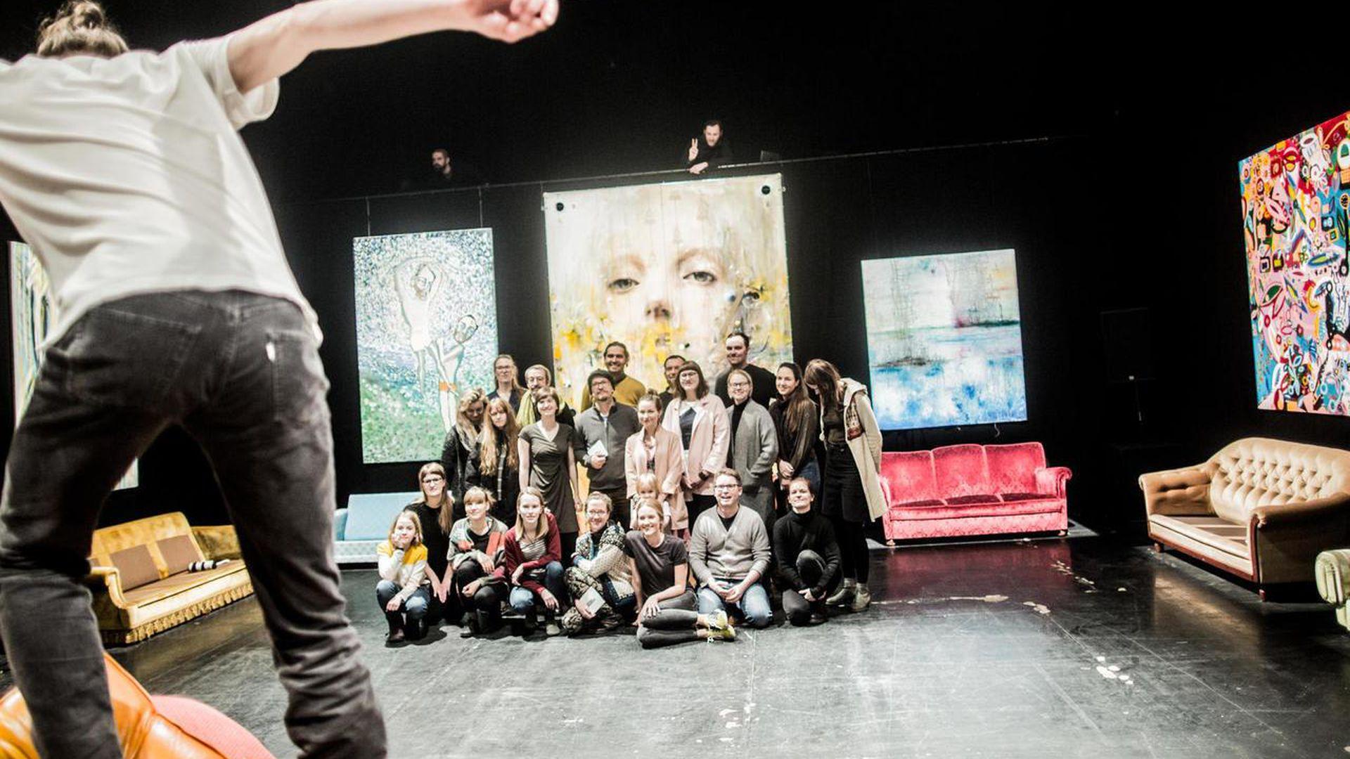 Tartu Uus Teater näitab veebis tasuta «Mobiilseid definitsioone»: