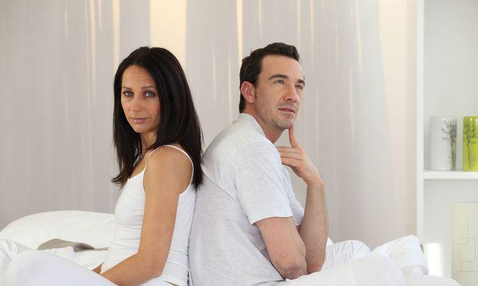Секс с любимой днем в постели, длинным хуем в толстую жопу