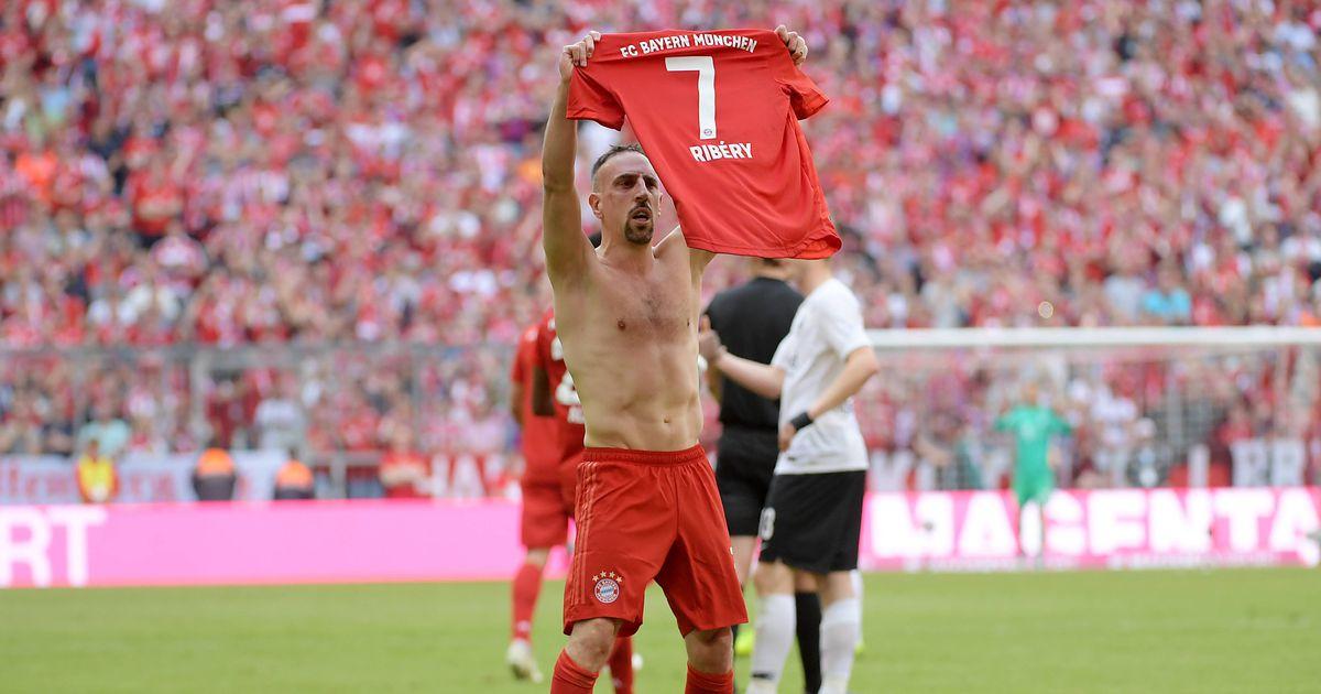 bf31fbb5d11 Müncheni Bayerni legendid panid rekordilisele karjäärile Bundesligas võimsa  punkti