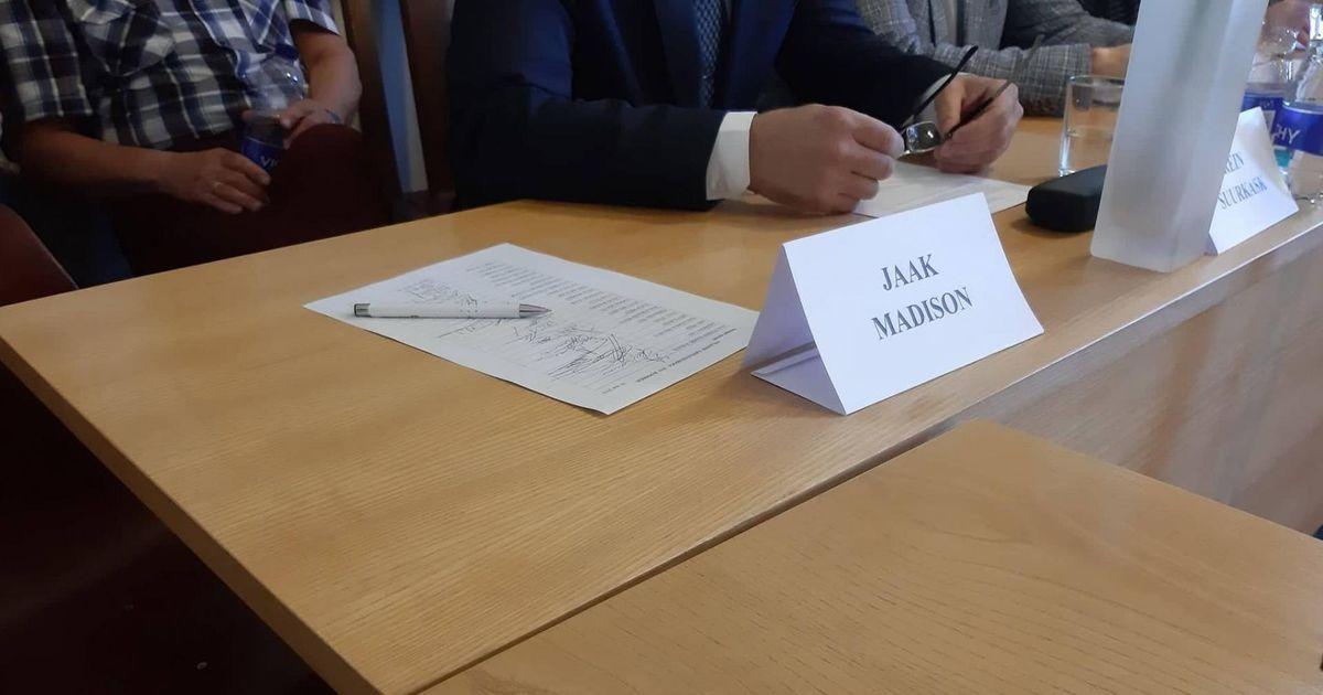 Jaak Madison oma viimasele Viljandi linnavolikogu istungile ei jõudnud