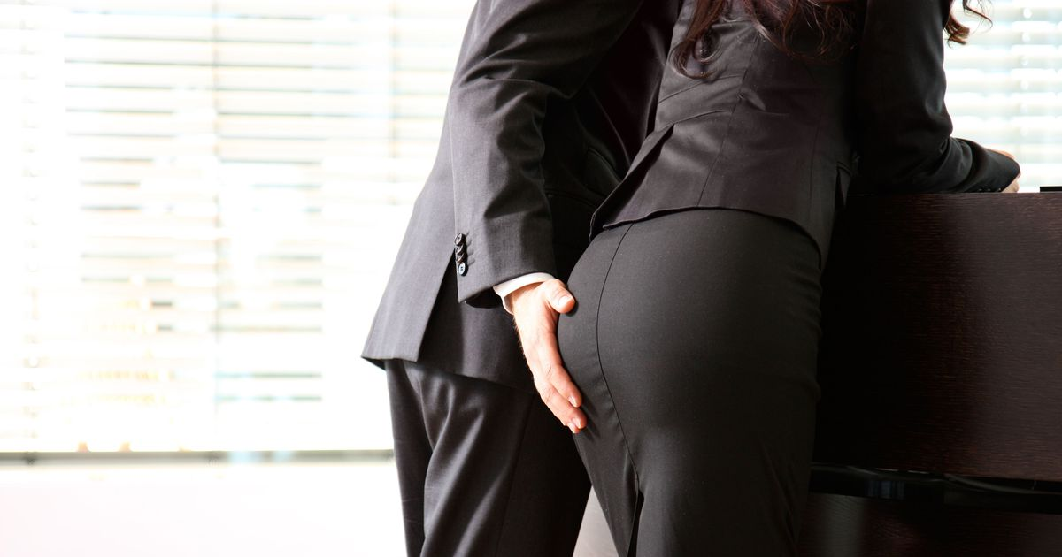 Попки девушек в брюках из офиса — pic 9