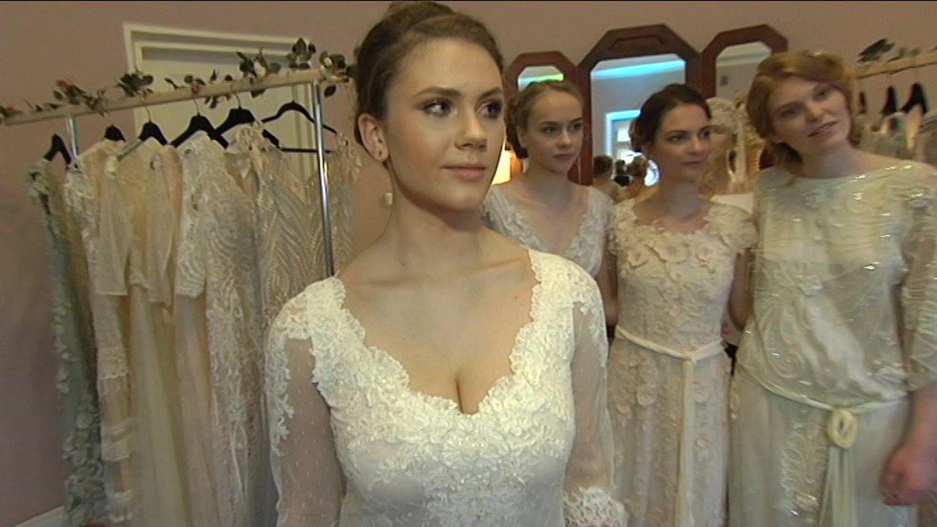 59fce25428c Reporter uurib: millised pulmakleidid on tänavusel hooajal kõige moodsamad?  - Postimees TV - videod, saated, ülekanded