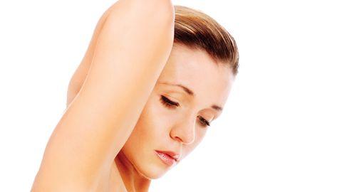 Naine eiras rindade tundlikuks muutumist, uskudes, et rasestumisvastast vahendit kasutades ei saa ta ometigi olla rase. Pilt on illustreeriv.