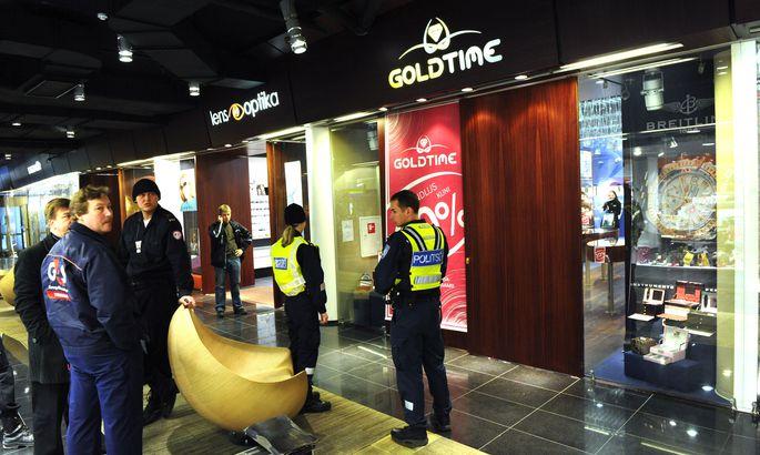 98b0d9e17a6 Esmaspäeva hommikul kella 10.30 ajal rööviti Foorumi keskuses asuvat kella-  ja ehetepoodi.
