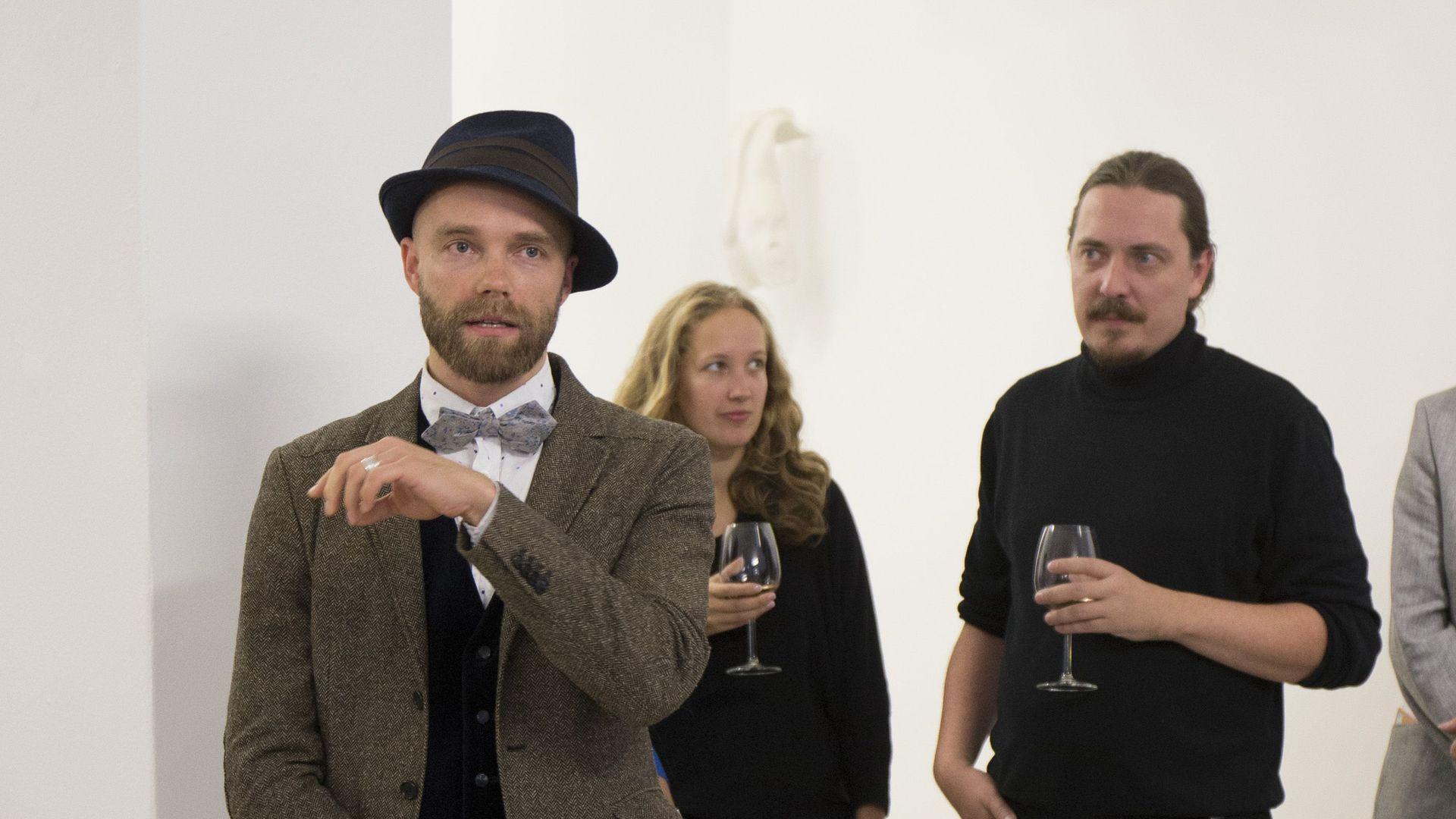 2dae681cdae Tanel Veenre avas isikunäituse «TAHE» tuntud seltskonna saatel - Postimees  TV - videod, saated, ülekanded