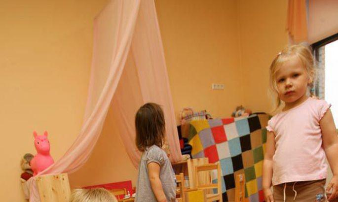 81e3cb47703 Kõik mänguasjad on rühmaruumis laste jaoks ühised, mida põnnid päeva jooksul  jagavad. Koos leludega annab haige ja nohune laps paraku oma kaaslastele  edasi ...
