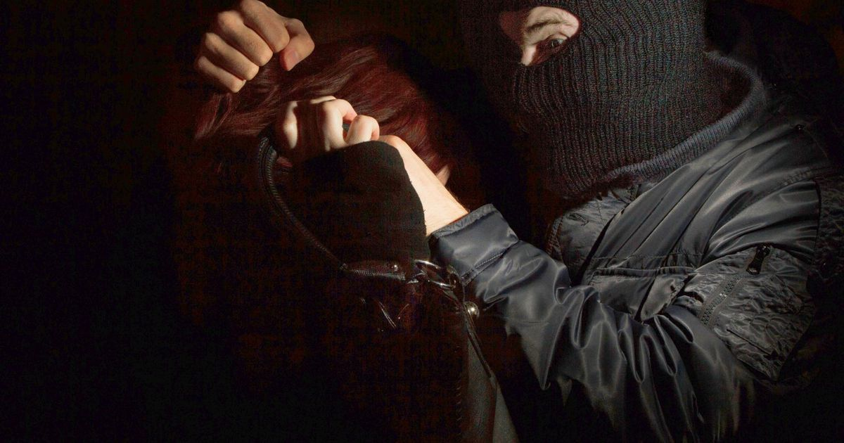 Pärnus tungisid kaks maskis meest kallale kaubaauto juhile