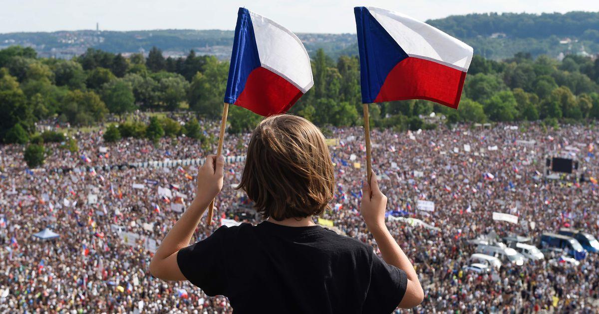 Galerii: tohutu rahvahulk nõuab Prahas Tšehhi peaministri tagasiastumist