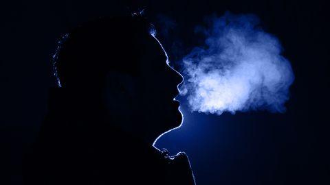 Mees hingamas külmas õhus. Pilt on illustreeriv