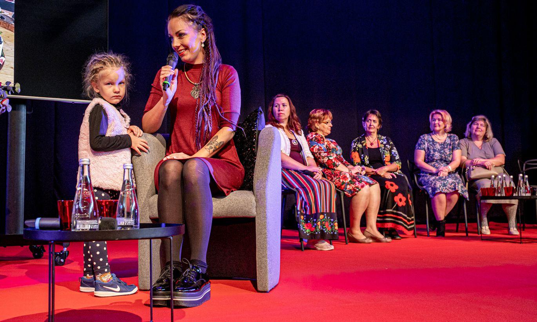 Are huvikeskuse laval vestles naistega tuntud saatejuht Anu Välba
