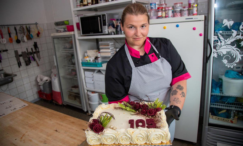 24-aastane ettevõtja ja poole tunniga kaunistatud tort