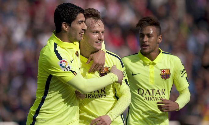 d4c5c2eba0c Barcelona's Croatian midfielder Ivan Rakitic (C) celebrates a goal with  teammates Barcelona's Uruguayan forward Eelmisel suvel ostis Barcelona enda  ...