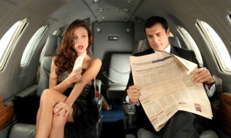Хозяйка водитель секс, Накаченный водитель трахает свою хозяйку в машине 15 фотография