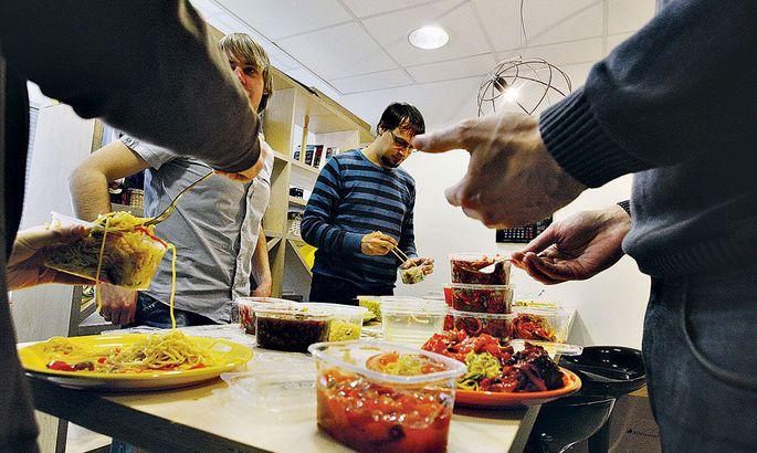 1f3111dd9f1 Arendajate ettepanekul hakkas ZeroTurnaround igal reedel firma kulul  lõunasööki pakkuma, et võimendada töötajate ühtsustunnet ja luua võimalusi  terve ...
