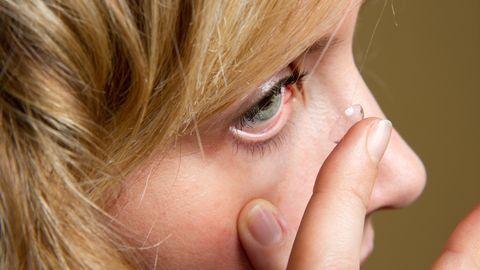 Kontaktläätsi kandes peab neid puhastama hoolikalt - kindlasti ei tohi seda teha tavalise veega.