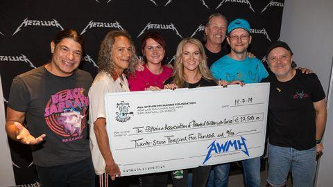 Metallica annetas vähihaigete laste raviks 27 500 eurot.