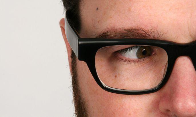 fe6acbc5f22 Üha paksemate klaasidega prillide kandmist saab sageli mõne lihtsa nipi  abil vältida.