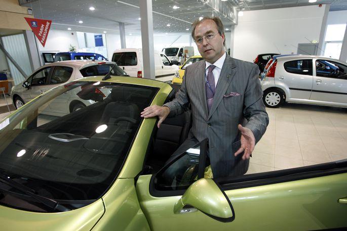 Galerii:  Mustamäel lammutatakse kunagist tuntud automüügisalongi