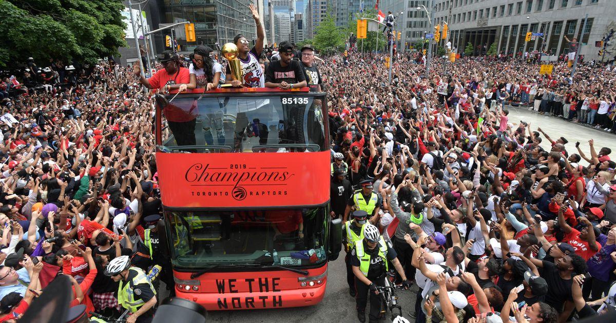 7e6aa900b83 Video: Toronto Raptorsi ajalooline NBA meistritiitel tõi tänavatele 1,5  miljonit inimest