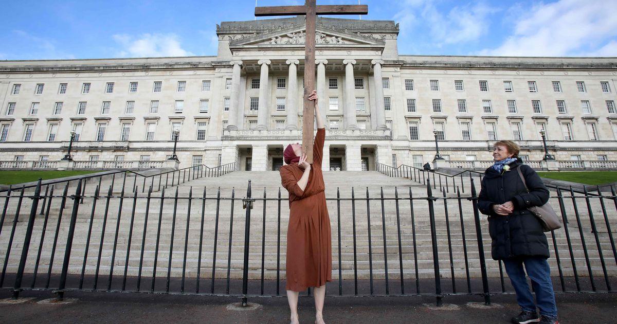 Põhja-Iirimaal tühistati homoabielude sõlmimise ja abordikeeld
