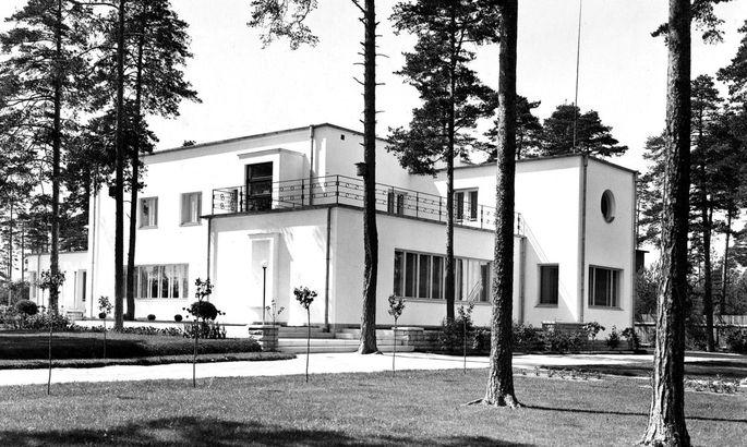 8945420d542 Suursugune villa Nõmme mändide all Nurme 40, Tallinn Arhitekt Edgar Kuusik  Valmis 1935–36 Tööstur Kersoni villa on kõige luksuslikum 1930ndate villa  Eestis, ...