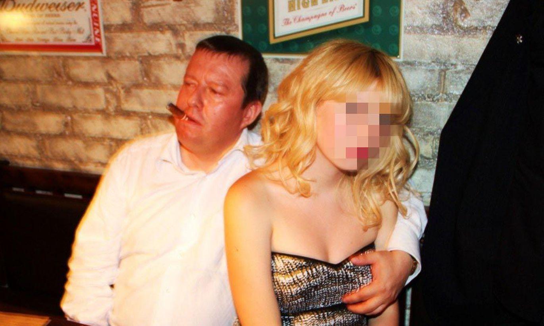Рассказы парень трогает грудь девушки, Одни дома. Эротический рассказ 16 фотография