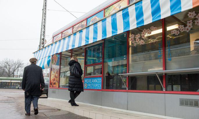 414a786b284 Tänavatoit Tallinnas: kioskist Balti jaama kõrval saab frititud ...