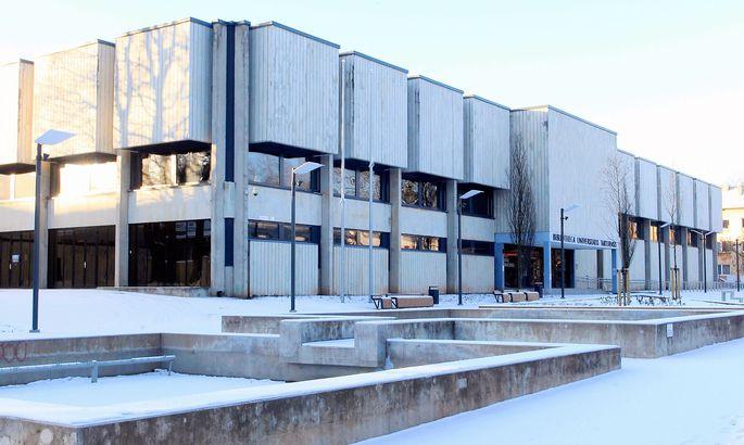 f0c4a7d1ee9 Arhitektide Kalju Valdre ja Mart Kallingu plaanide järgi ehitatud ülikooli  raamatukogu aadressil W. Struve 1 on eksperdihinnangus nimetatud  arhitektuurselt ...
