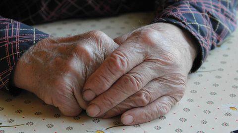 Pildil eaka inimese käed. Foto on illustratiivne.